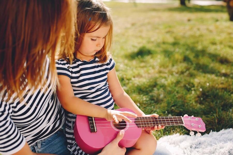 Spielzeug-Gitarre